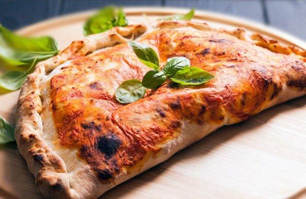 піца кальцоне